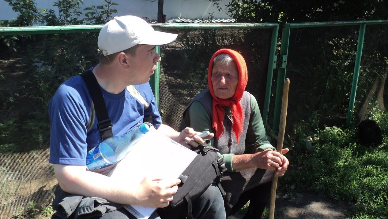 с. Новоегорьевское. Егорьевский район, 2013 г. А.В. Рыков на интервью