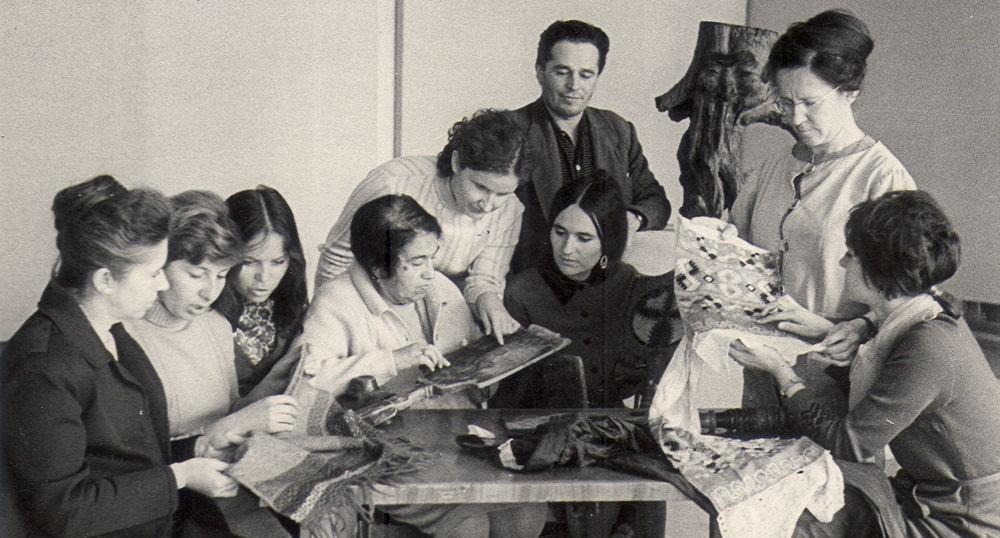 Сотрудники ГХМАК и НИИ ХП. 1972 г. Н.И. Каплан и Л.Н.Шамина (в центре), Л.И. Снитко стоит справа